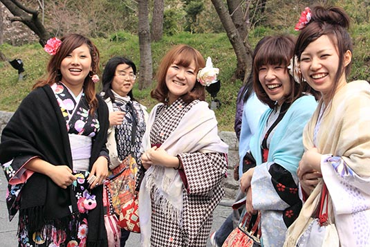 Kyoto (京都市, Kyōto-shi Japanese pronunciation: [kʲoːꜜto] ) is a city located in the central part of the island of Honshu, Japan. It has a population close ... girls