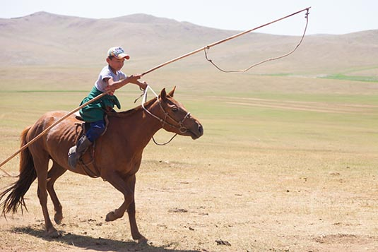 nomad-horse-riders-towards-ongi-mongolia